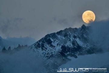 Couché de lune sur les montagnes de St. Andrews Bay