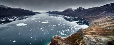 Vue aérienne sur le fjord