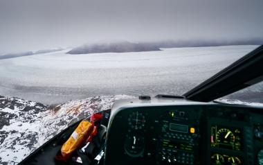 Vue d'hélicoptère sur le bras du glacier